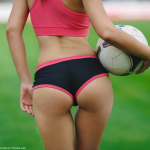 Fitnessgirl beim Fussball Bildquelle: Beautiful girl playing soccer © Petrov Denis / Fotolia.com