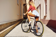 Fitnessgirl beim radfahren Bildquelle: Young sexy woman back on sport fixed gear bicycle posing on outd © paultarasenko / Fotolia.com