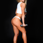 Fitnessgirl blond beim Kurzhantel-Training Bildquelle: Fitness woman. Slim woman with dumbbells © Natalya Guskova / Fotolia.com