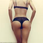 Fitnessgirl von hinten in schwarzer Unterwäsche Bildquelle: Slim girl in sexy underwear on white background © Porechenskaya / Fotolia.com