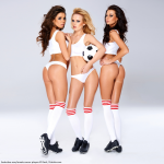 drei Fitnessgirls mit Fussball Bildquelle: Seductive sexy female soccer players © Dash / Fotolia.com