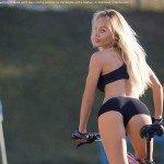 Fitnessgirl beim fahren mit dem Rad Bildquelle: Sexy fitness.Young seductive blonde woman in black sport wear posing outdoor on the bicycle at the stadium © Glebstock / Fotolia.com